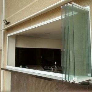 Instalação de janela de vidro temperado